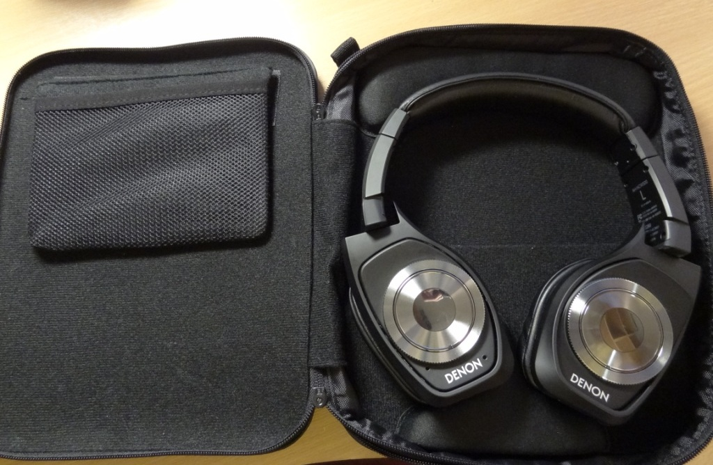 Denon AH-NCW500 - Headphones in case
