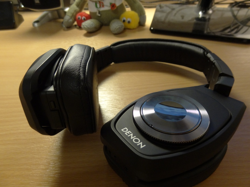 Denon AH-NCW500 - Headphones are foldable