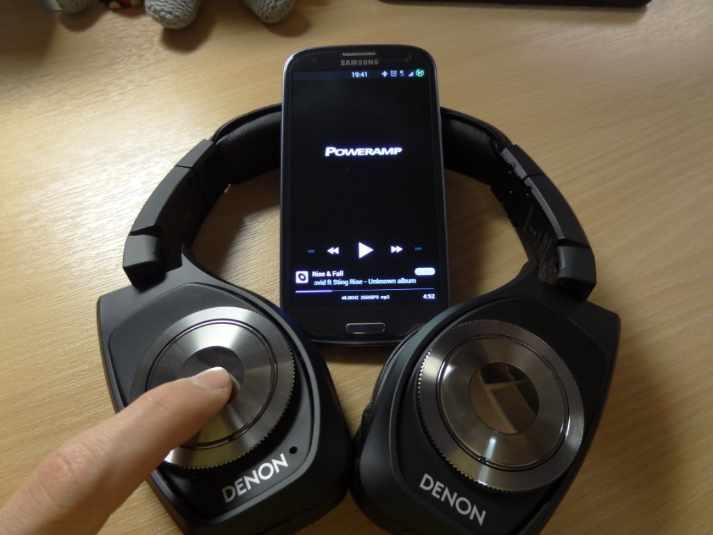 Denon AH-NCW500 - Controlling the music via Bluetooth