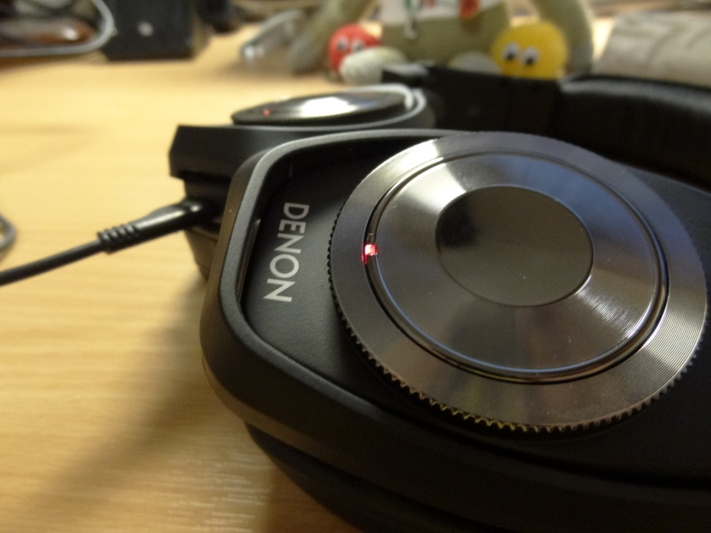 Denon AH-NCW500 - Headphones being charged