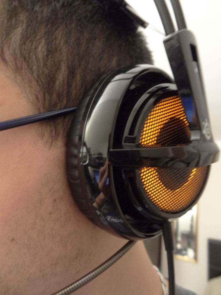 SteelSeries Siberia V2 Heat Orange Headset - Close-up