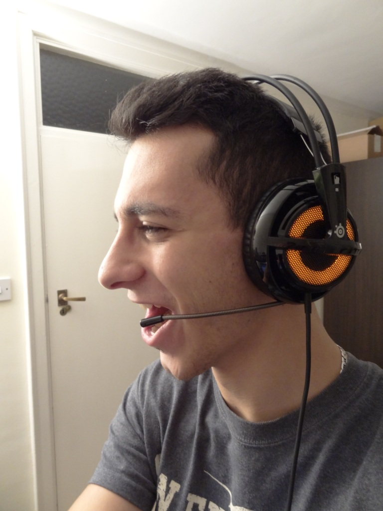 SteelSeries Siberia V2 Heat Orange Headset - Action