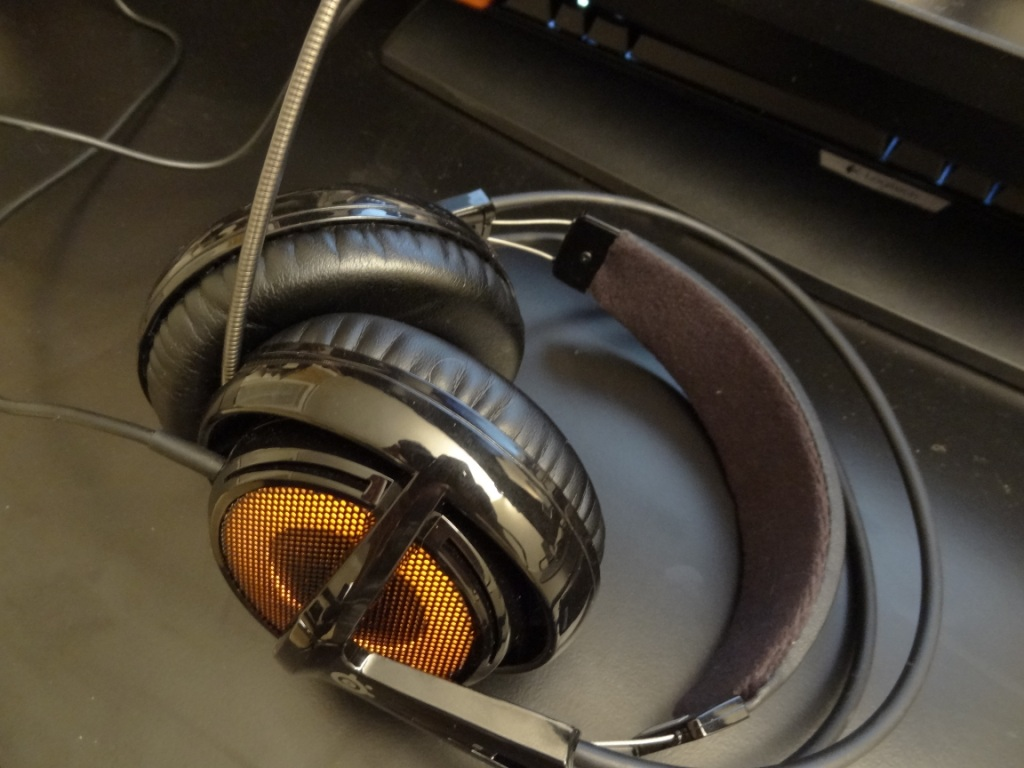 SteelSeries Siberia V2 Heat Orange Headset - On desk