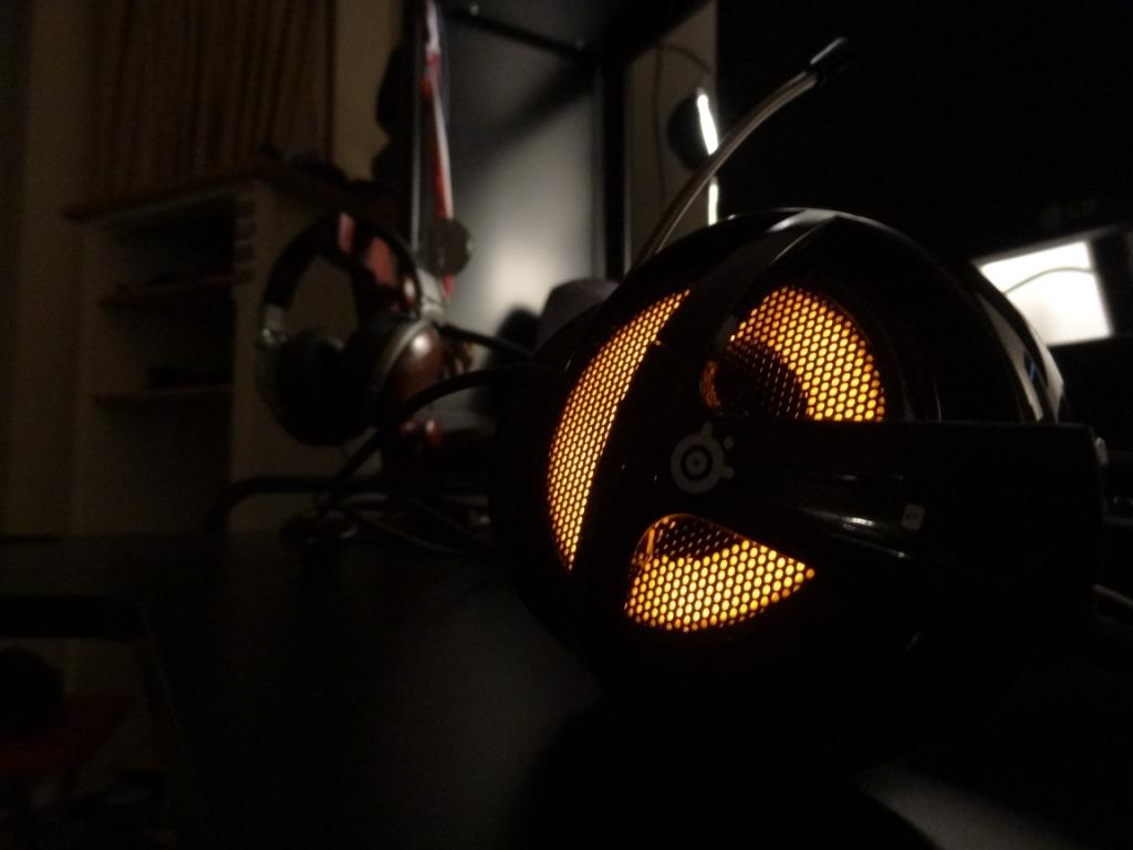 SteelSeries Siberia V2 Heat Orange Headset - At night