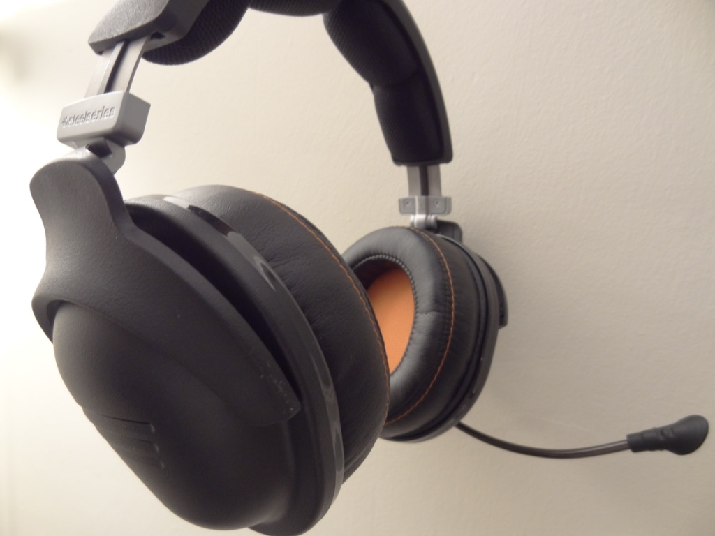 SteelSeries 9H Headset - Side View