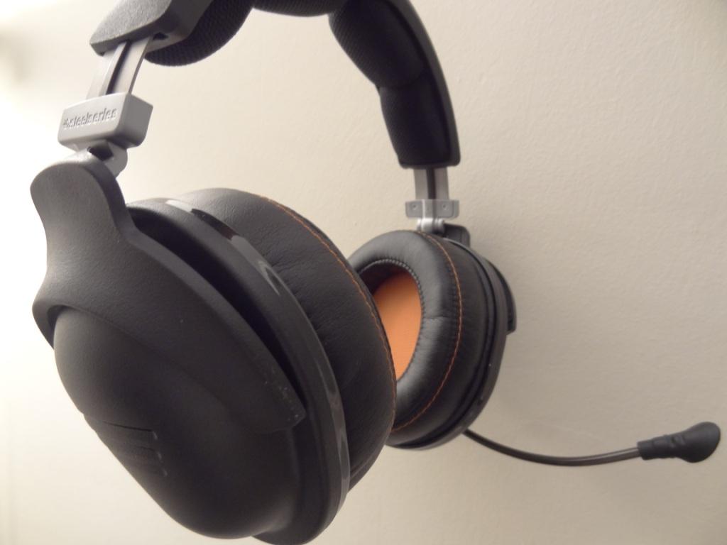 SteelSeries 9H Headset - Side View
