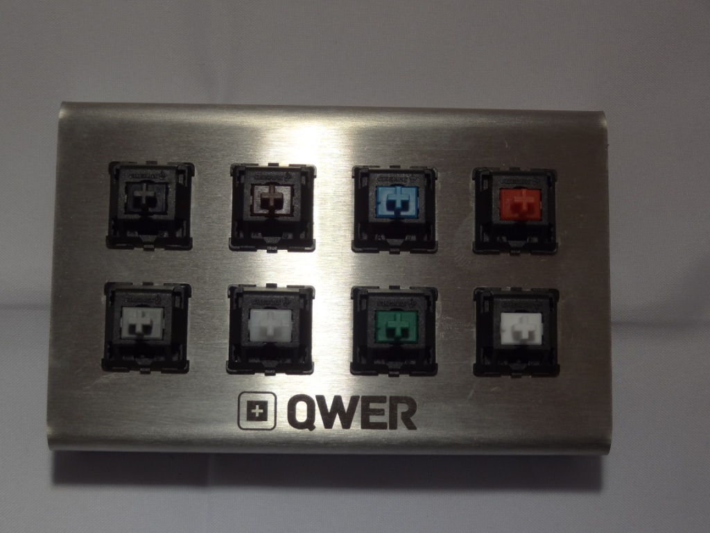 QWER8 V2 - Switches close-up