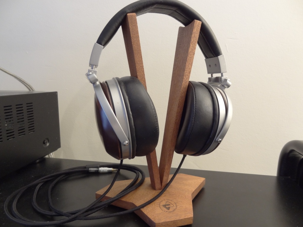 Fischer Audio V-Shape Stand With D2K