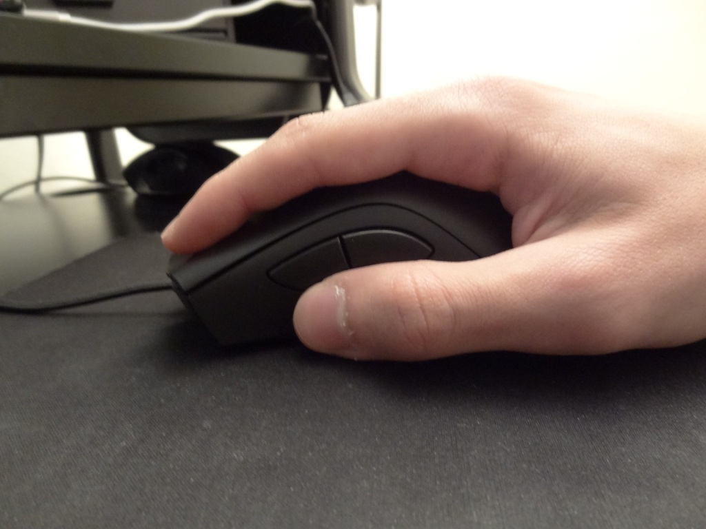 Razer DeathAdder Chroma - Ergonomics left side