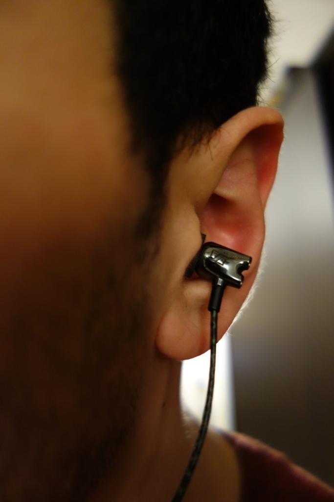 Sennheiser IE800 - In-ear straight down falling out