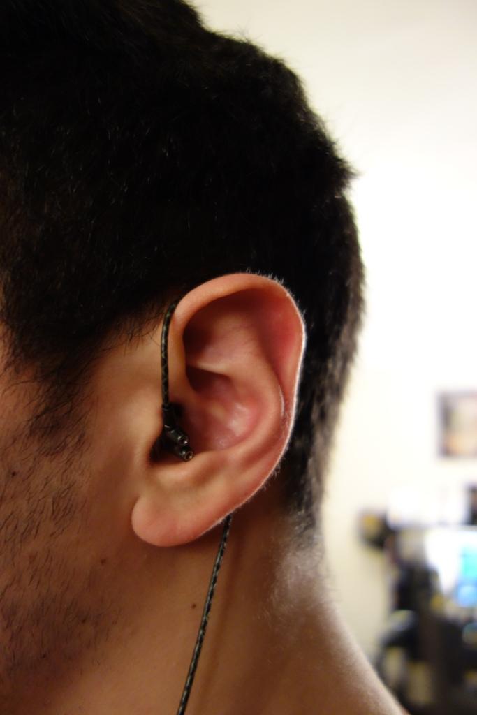 Sennheiser IE800 - In-ear over-the-ear side view