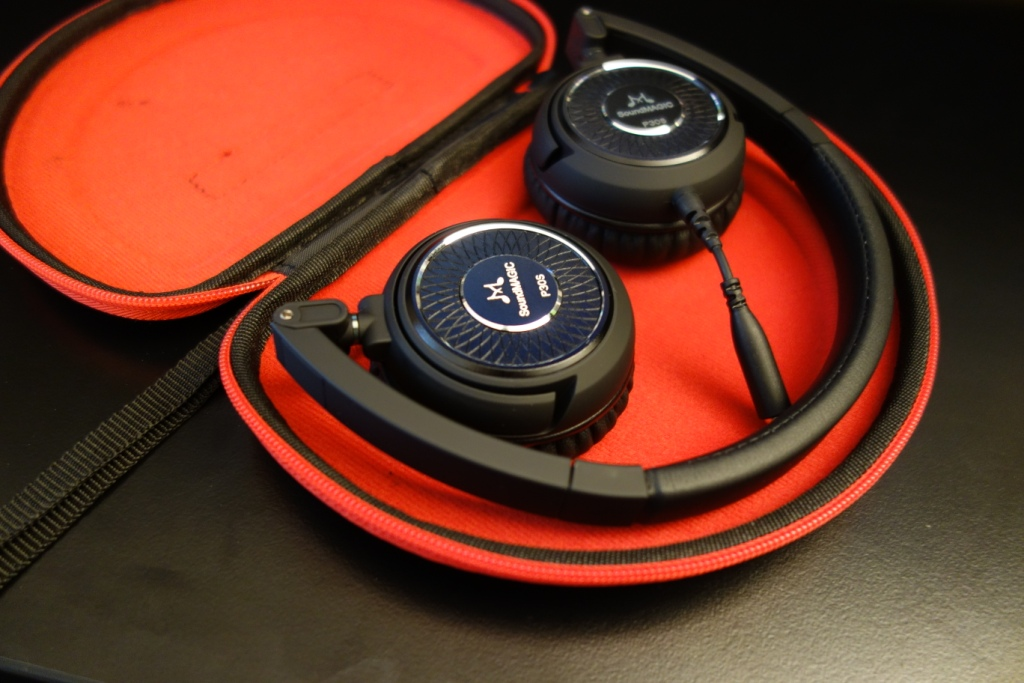SoundMAGIC P30S - Headphones in case