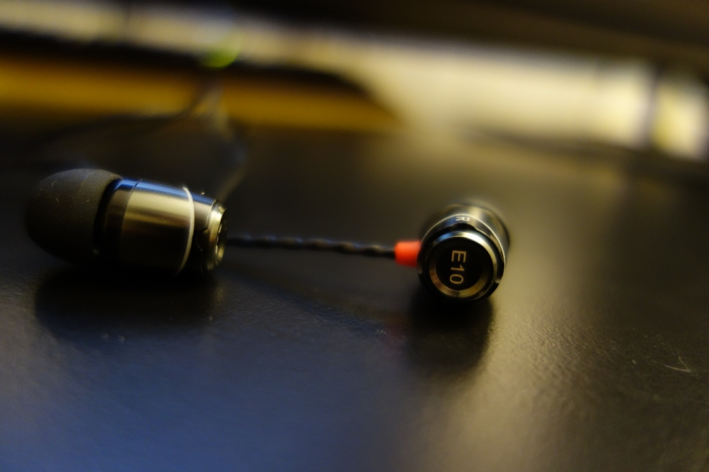SoundMAGIC E10 - Side indicator