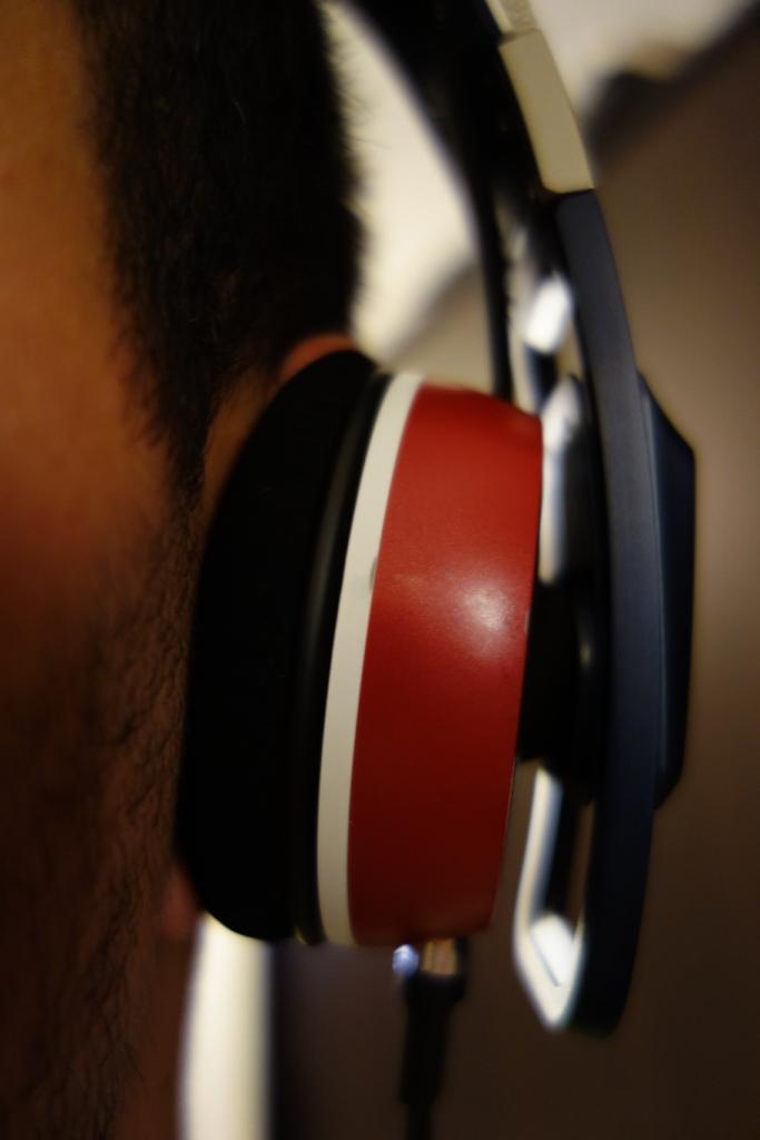 Sennheiser Urbanite - On-ear close up