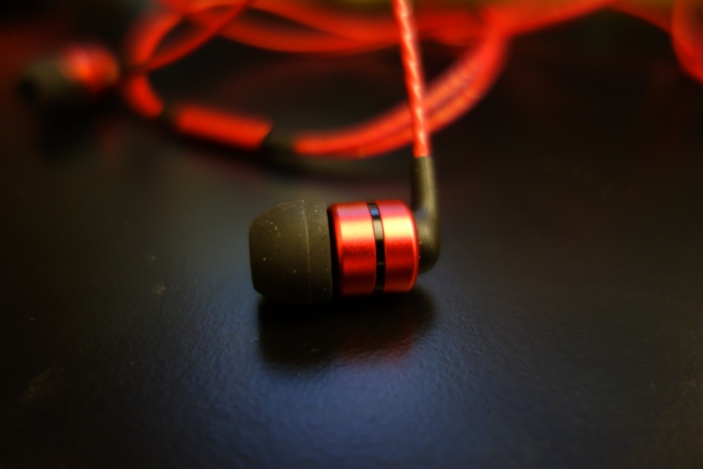 SoundMAGIC E80 - Design