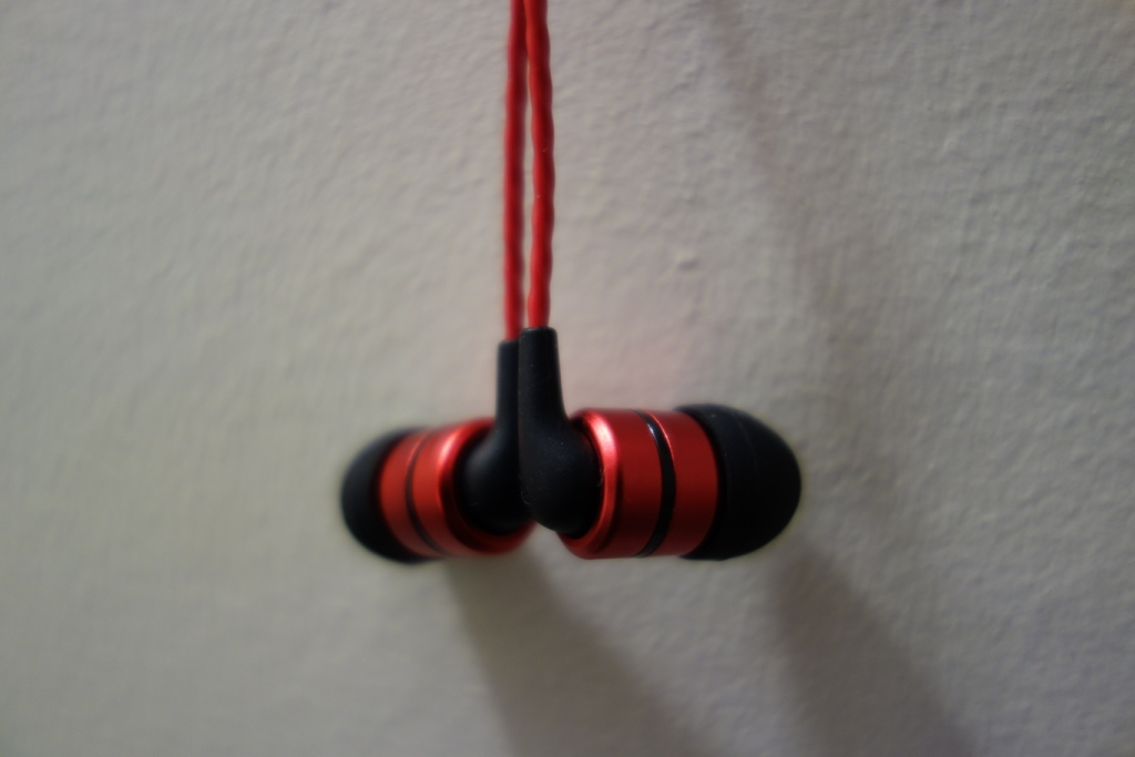 SoundMAGIC E80 - Design