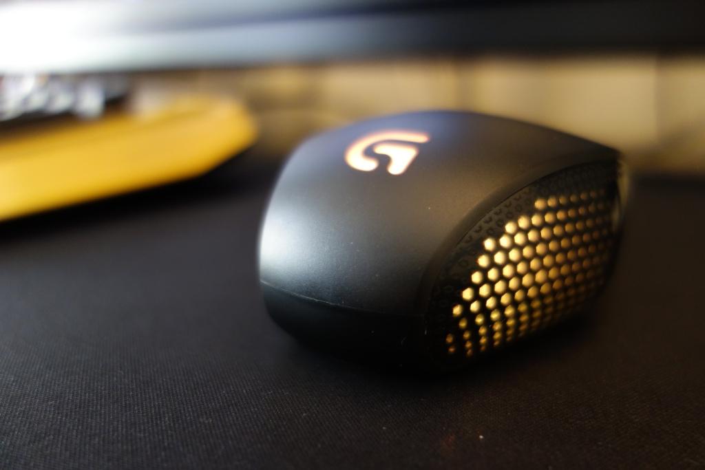 Logitech G303 Mouse - Design