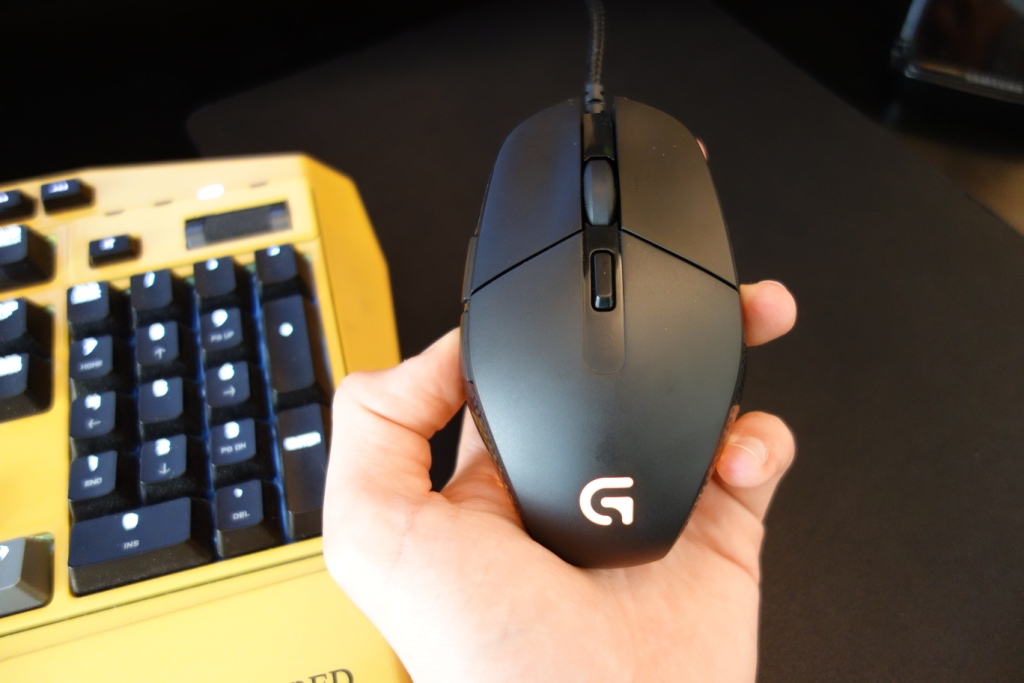 Logitech G303 Mouse - Design