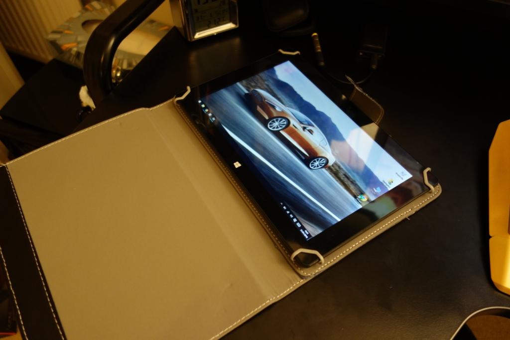 iRULU Walknbook 2 - Tablet in case
