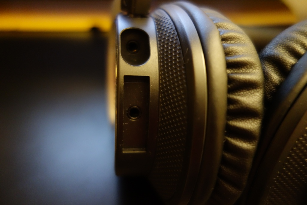 Creative Sound BlasterX H5 Headset Review - Connection