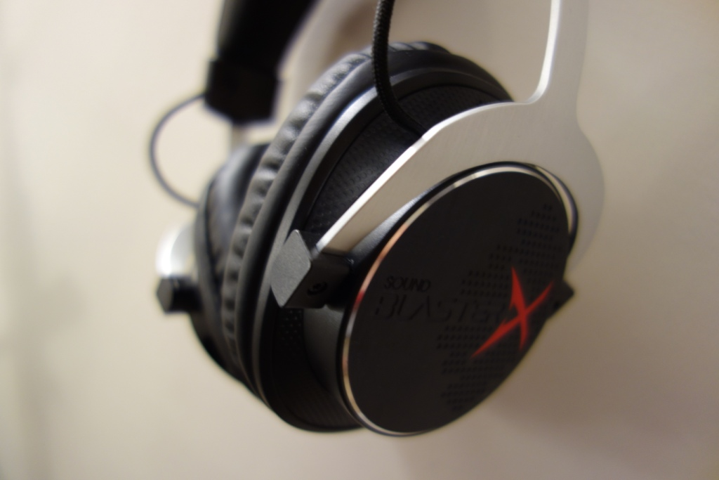 Creative Sound BlasterX H5 Headset Review - Design and looks
