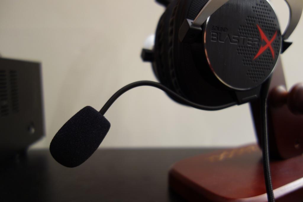 Creative Sound BlasterX H5 Headset Review - Flexible mic