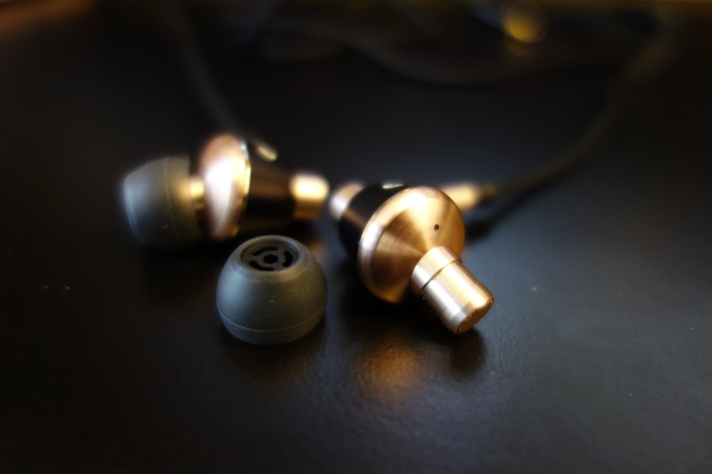1More Triple Driver earphone review - Nozzle and tips