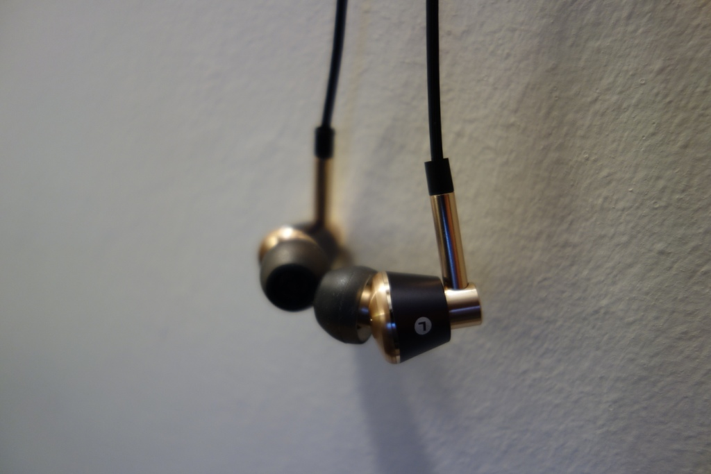 1More Triple Driver earphone review - Looks