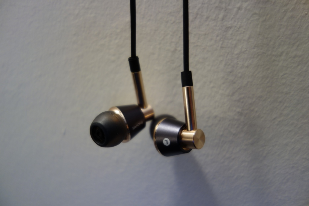 1More Triple Driver earphone review - Design
