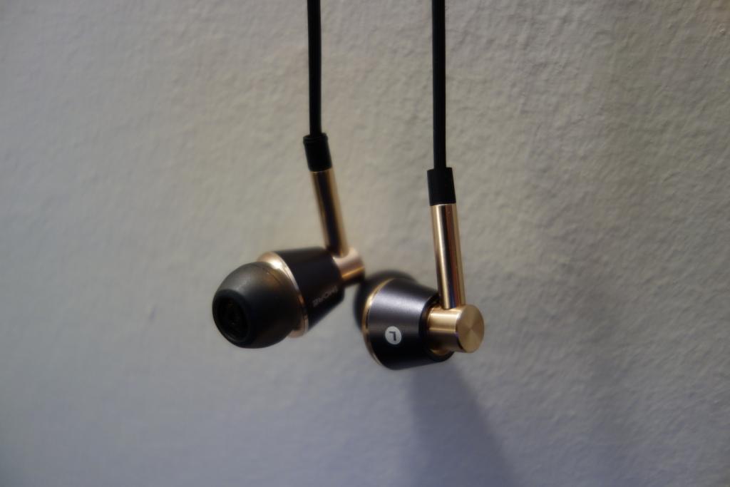 1More Triple Driver earphone review - Design
