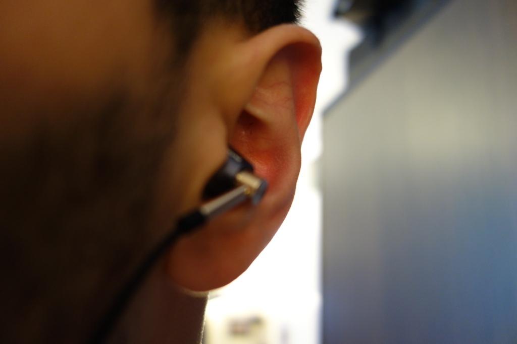 1More Triple Driver earphone review - Look in-ear