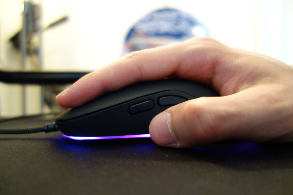 QPAD DX-20 Optical Gaming Mouse Review - Grip