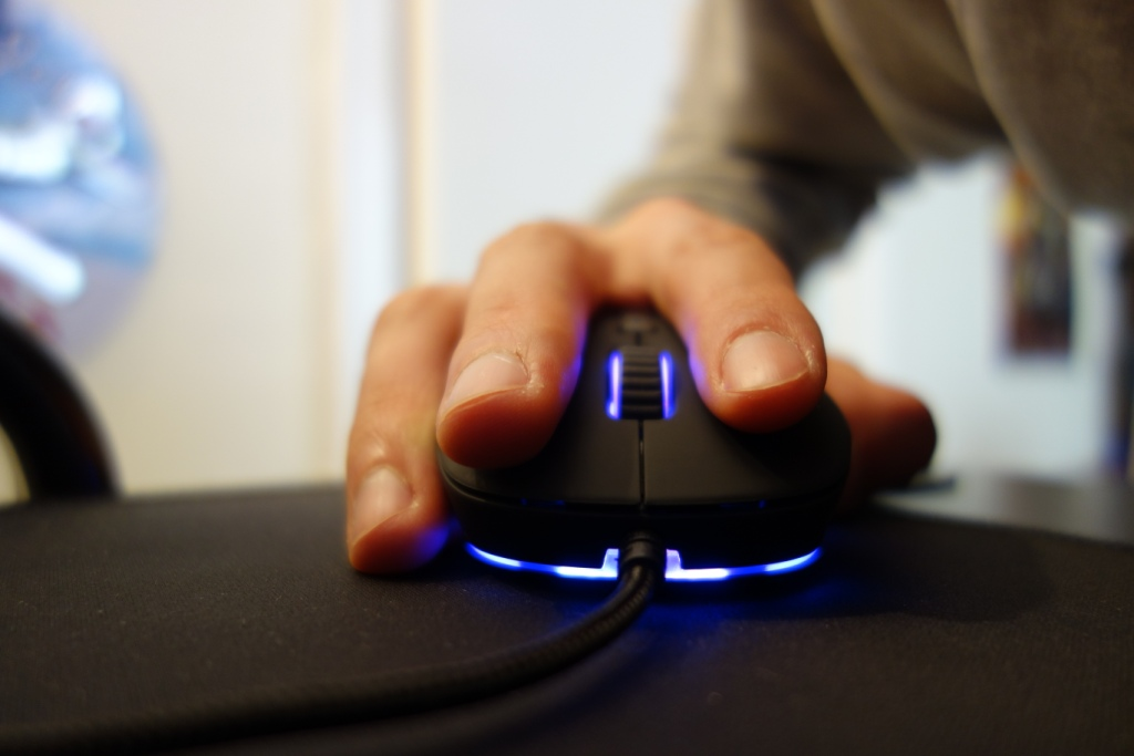 QPAD DX-20 Optical Gaming Mouse Review - Feel
