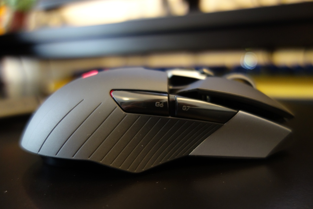 Logitech G900 Chaos Spectrum review - Right side